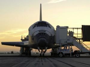 Orbiter Discovery po pristátí na Kennedyho vesmírnom stredisku