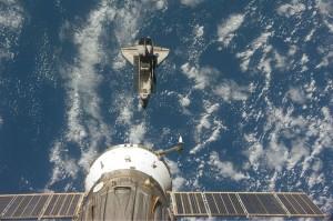 Endeavour pred pripojením k ISS