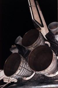 Pohľad na obrovské motory raketoplánu SSME