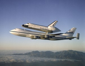 Atlantis prepravovaný na transportnom lietadle Shuttle Carrier Aircraft