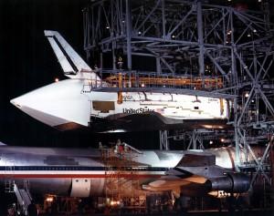 Columbia krátko po zložení z lietadla Boeing 747 (STA) 24. marca 1979, kedy prvýkrát dorazila na Kennedyho vesmírne stredisko