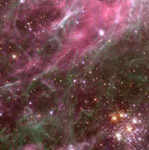 Otvorená hviezdokopa (v pravom spodnom okraji snímky)