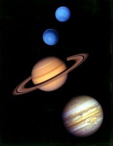 Joviálne planéty: zhora Neptún, Urán, Saturn a Jupiter