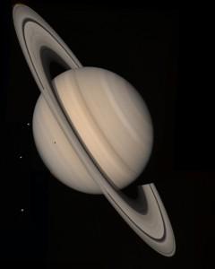 Saturn na zábere zo sondy Voyager 2, ktorý urobila zo vzdialenosti 21 miliónov kilometrov