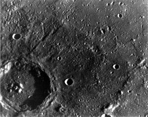 Kráter Zola na zábere sondy Mariner 10