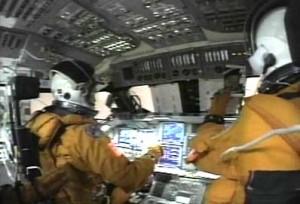 Záber z kokpitu v začiatočných fázach pristávania