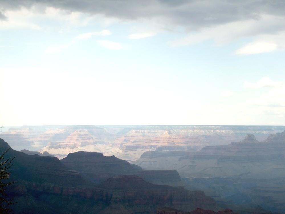 Začínajúca búrka nad Grand Canyonom