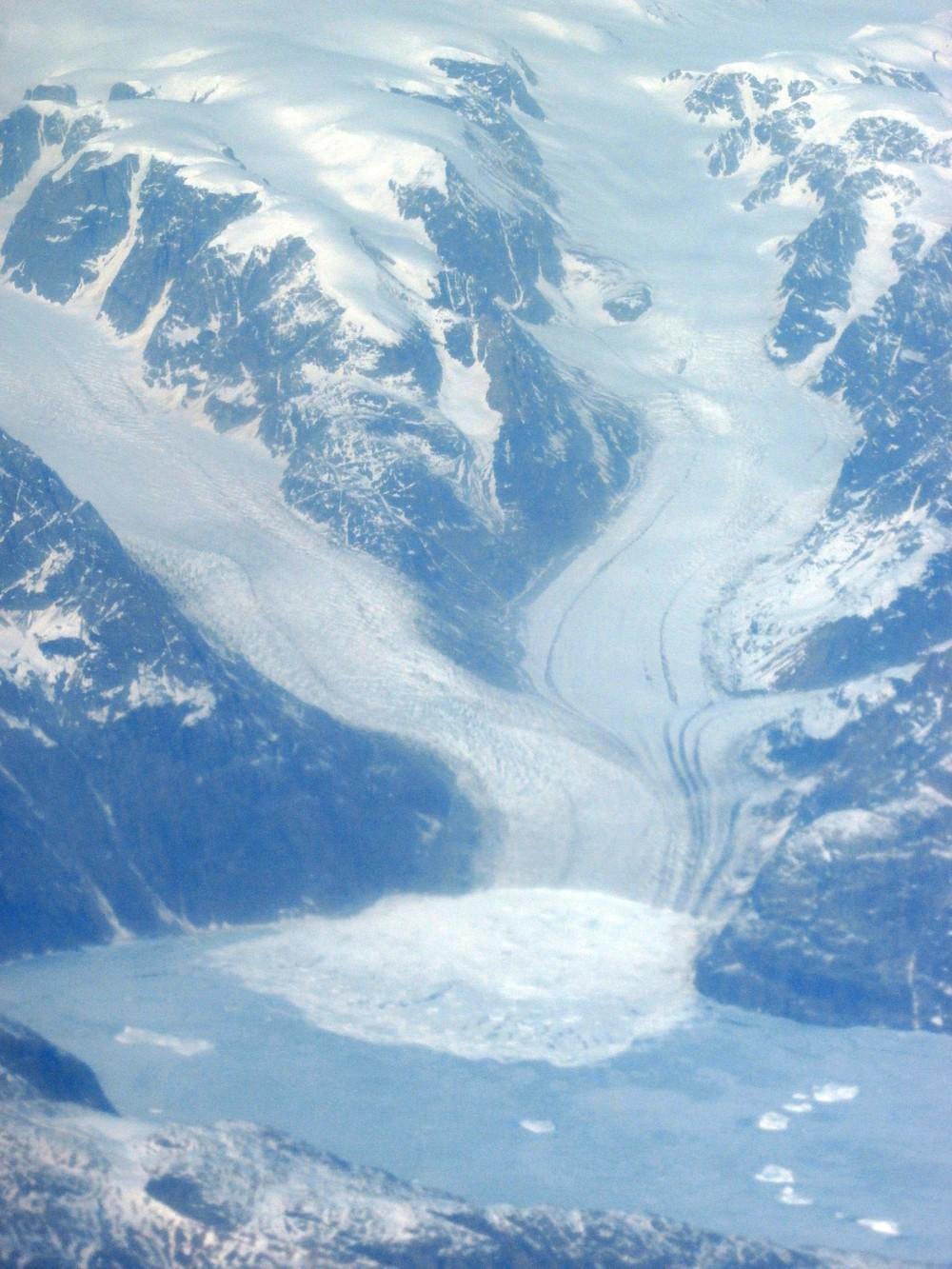 Ešte pred príletom do USA, počas letu nad Grónskom, sa mi podaril tento pozoruhodný úlovok – priam učebnicový exemplár pevninového ľadovca.