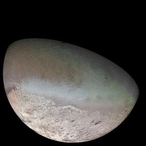 Triton na mozaike záberov sondy Voyager 2