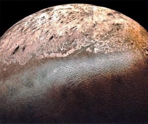 Ďalší záber z Voyageru 2 ukazuje detaily povrchu Tritona