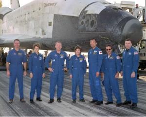 Posádka raketoplánu po pristátí