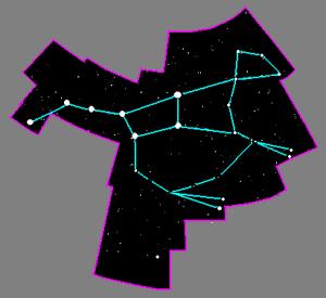 Na obrázku vpravo vidíme mapku súhvezdia Veľkej medvedice. Každá bodka predstavuje hviezdu. Čiary po obvode obrázka naznačujú hranice súhvezdia, čiary vo vnútri sú takzvané spojnice. Sú to, samozrejme, len myslené čiary, a pomáhajú nám zorientovať sa v súhvezdí. V ľavej časti súhvezdia vidíme jeho 7 najjasnejších hviezd – asterizmus Veľký voz. Už som ich vymenovala, ale ešte raz: Zľava doprava sú to hviezdy Alkaid, Mizar, Alioth, Megrez, Phekda, Merak a Dubhe.