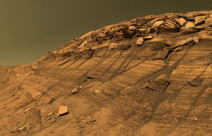 Útvar Burns Cliff vo vnútri krátera Endurance. Farby hornín sú skutočné.