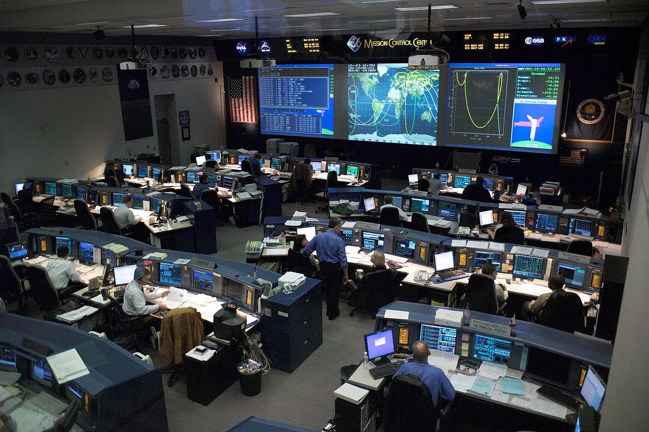 Kontrolná miestnosť pre raketoplány v Houstone. Zdroj.