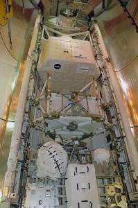 Pohľad na náklad raketoplánu Endeavour STS-118 – viditeľné je napríklad laboratórium Spacehab
