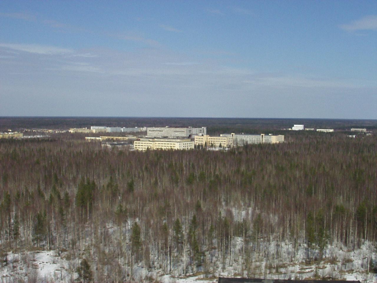 Súčasná podoba montážnych budov ruského kozmodrómu Pleseck. Zdroj.
