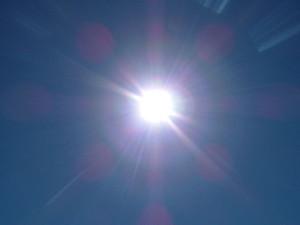Na tejto fotografii je jasne viditeľné, že Slnko má bielu farbu