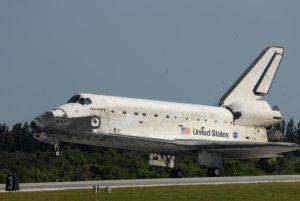 Pristátie raketoplánu Discovery na Kennedyho vesmírnom stredisku