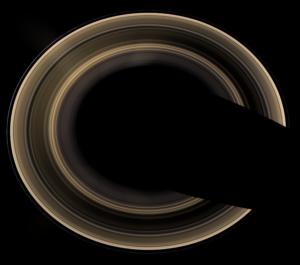 """Pohľad na Saturnove prstence """"zhora"""". Záber urobila sonda Cassini v roku 2007."""